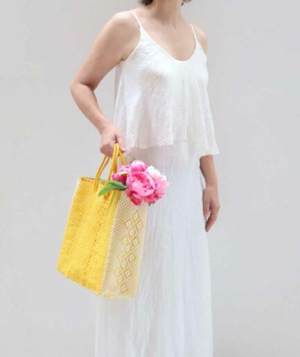 Gelbe Handtasche aus Plastik mit Muster ♥ Robuste Tragetasche aus stabilem Plastikband ♥ Handtasche & Einkaufstasche ♥ Soulbirdee Onlineshop