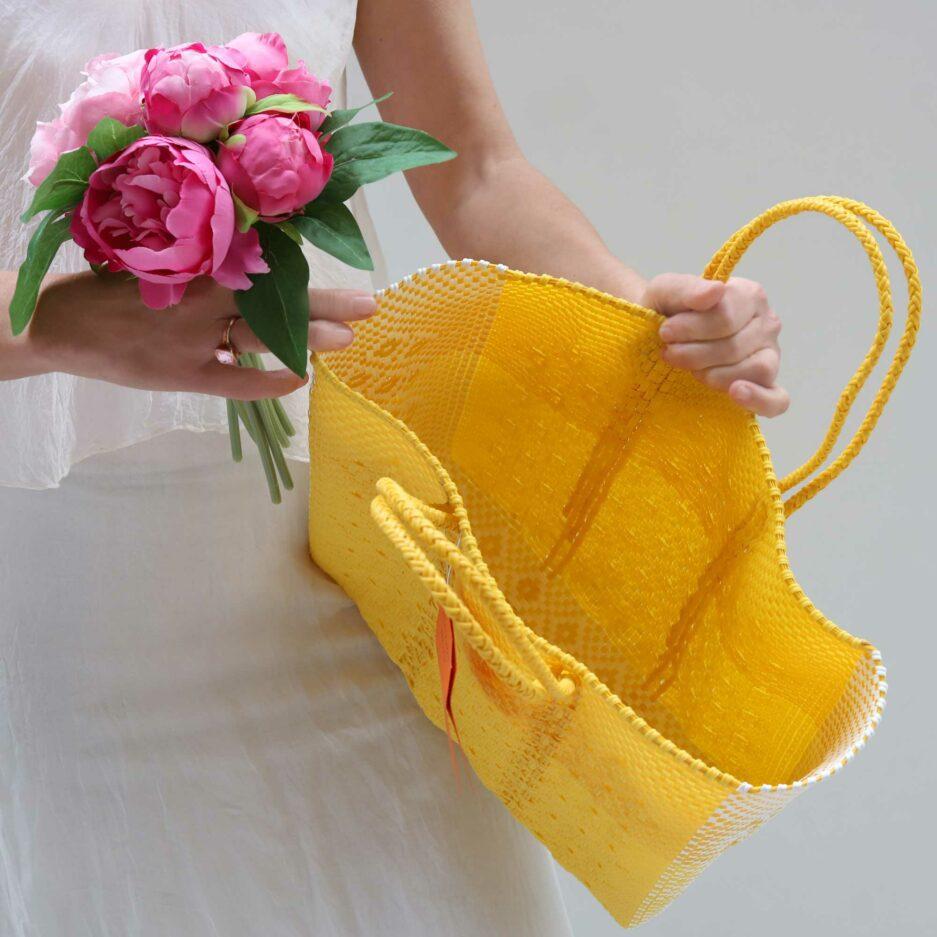 Handtasche aus Plastik in Gelb mit Henkeln, Innenseite | Soulbirdee Onlineshop