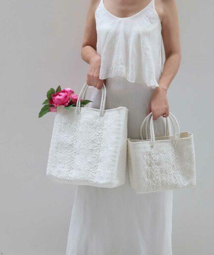Weisse Handtaschen aus Plastik mit Muster | Soulbirdee Onlineshop