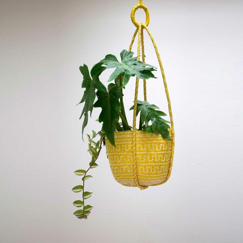 Gelbe Pflanzenampel ♥ Gewebte Pflanzen Hängedeko aus Palmfaser ♥ aus Mexiko ♥ Boho Dekoration online kaufen ♥ Soulbirdee Onlineshop