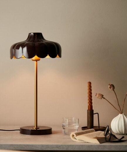 Tischleuchte in Blumenform in Schwarz von der Marke PR Home. Skandinavische Lampen im skandinavischen Look bei Soulbirdee kaufen