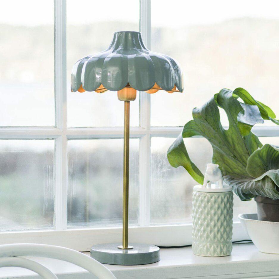 Tischlampe in Blumenform in Grün von der Marke PR Home. Skandinavische Lampen im Landhausstil bei Soulbirdee kaufen