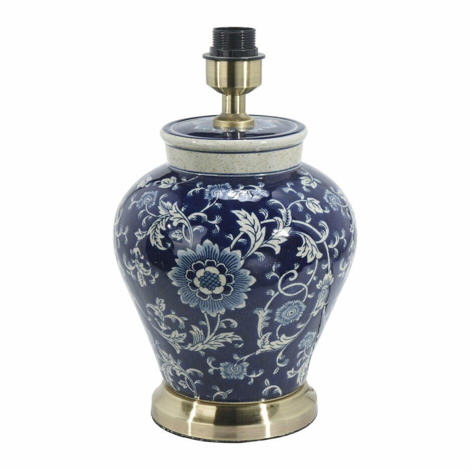 Chinoiserie Leuchte aus Porzellan mit blauem Muster und weißem Schirm von der Marke PR Home. Tischleuchten aus Keramik im Hamptons Wohnstil bestellen