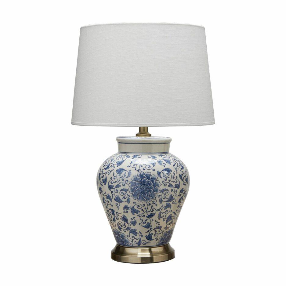 Tischleuchte aus Porzellan im Chinoiserie Stil von der Marke PR Home. Vasenlampen im Hamptons Wohnstil in Blau / Weiß bestellen