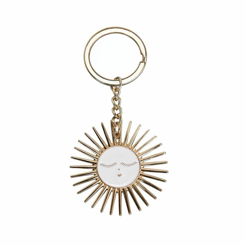 Schlüsselanhänger mit Sonne aus Emaille zum Verschenken. Weihnachtsgeschenke im Boho Stil als kleine Aufmerksamkeiten kaufen