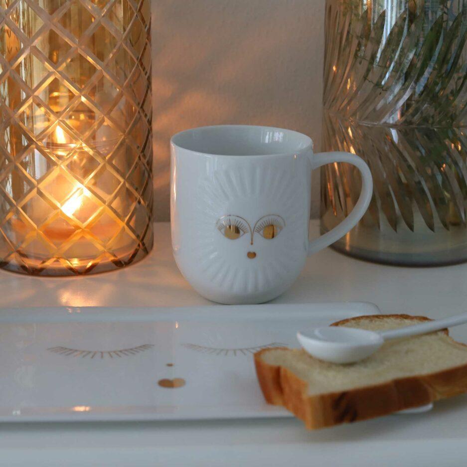 Porzellan Tasse mit goldenem Gesicht aus Geschirr Set
