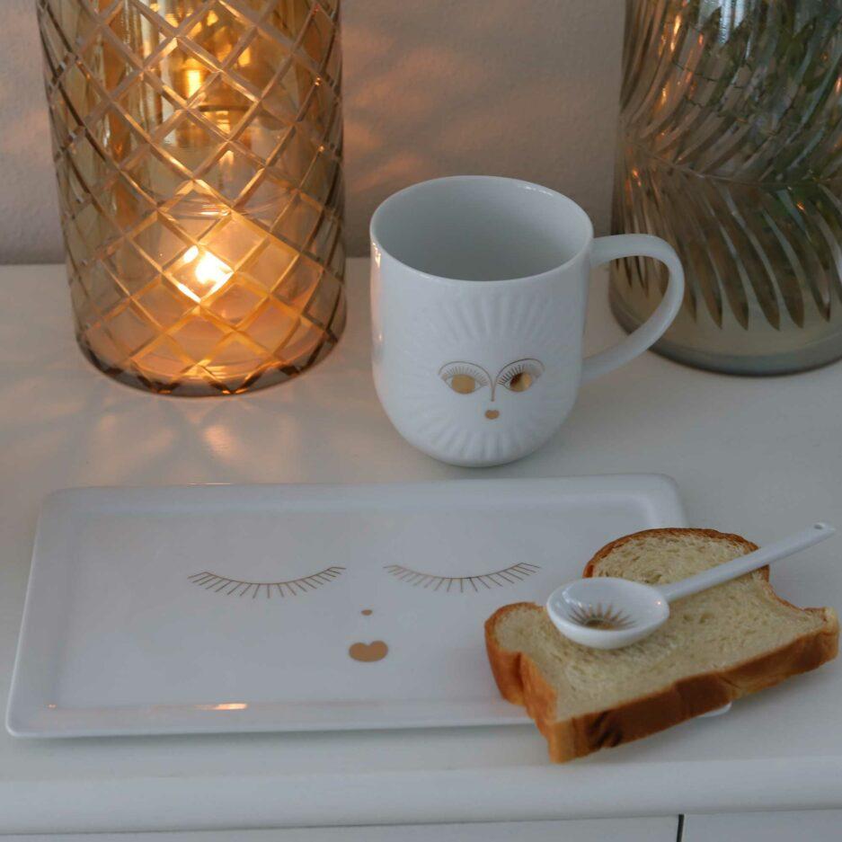 Porzellan Platte oder eckiger Teller mit goldenem Gesicht