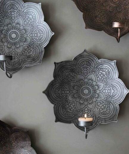 Kerzenhalter in Silber im marokkanischen Stil aus Metall. Kerzenhalter mit Mandala Muster für die Wand im Yoga Stil kaufen