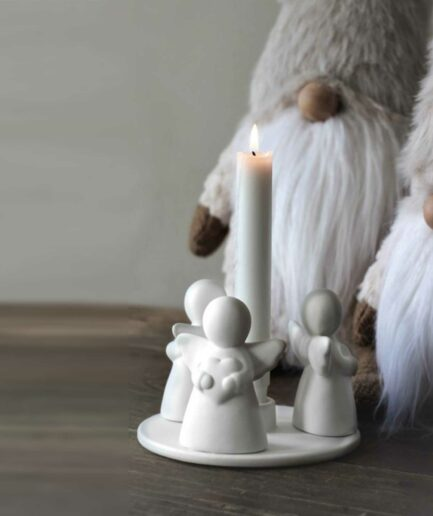 Kerzenständer mit 3 Engelchen als Trio. Kerzenleuchter aus Porzellan