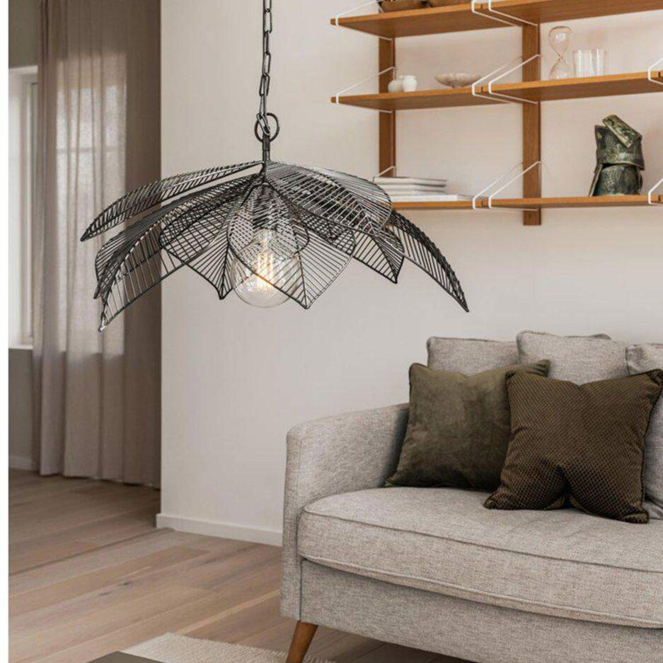 Deckenlampe im nordischen Wohnstil aus Metall von der Marke PR Home. Lampen für die Decke aus Metall in der Form eines Blatt aus schwarzem Metall kaufen